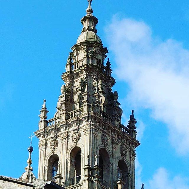 Tag 15 : Santiago de Compostela Wir haben heute unsere Distanzurkunde und den Sündenerlass im Pilgerbüro abgeholt. Hat alles in allem gut 6 Stunden gedauert. Aber jetzt wir ready morgen zurück zu fliegen.