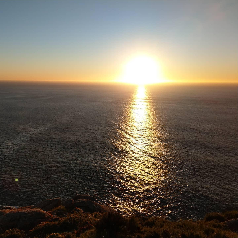 Sieht aus wie ein Bombenexplosion. Ist aber nur kurz vor Sonnenunterang am Ende der Welt.  Short before sunset at Finisterre
