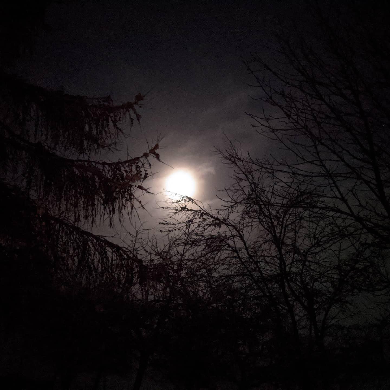 Schöne relativ warme und helle Nacht über Wolzhausen.  Nice, relatively warm and bright night above Wolzhausen.